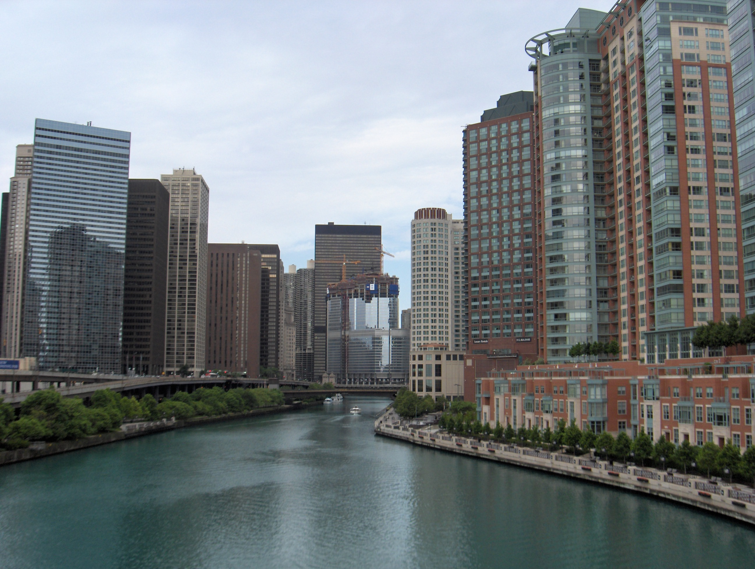 Trump Tower and Chicago River